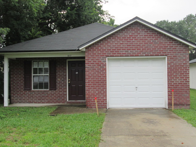 COMING SOON . . . JACKSONVILLE, FL – STARTER HOME MINUTES FROM JIA & ALL MAJOR ROADS!