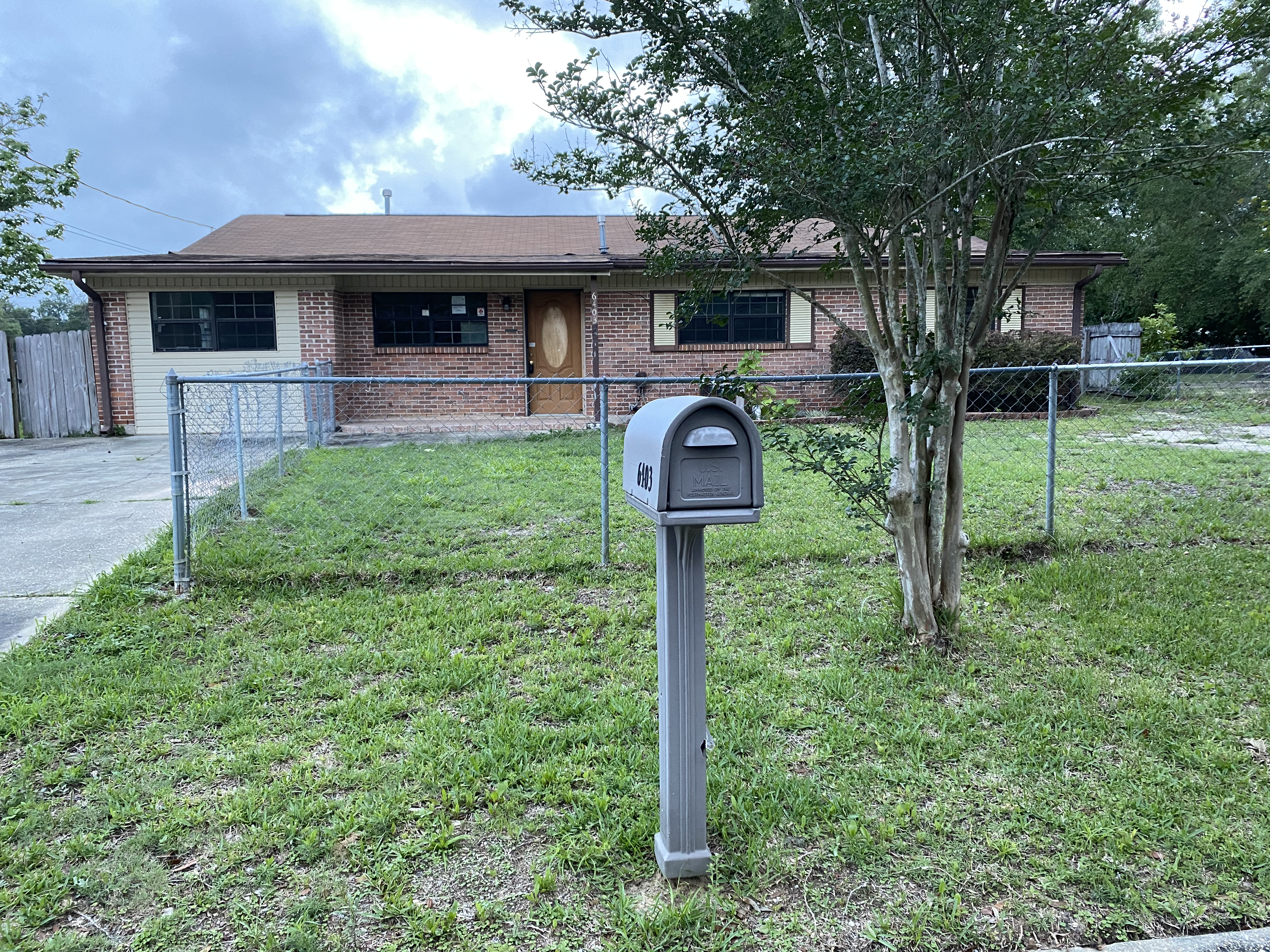 JUST LISTED! 2745sf BRICK HOME ON 1/4 ACRE IN MILTON, FL!